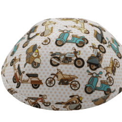 כיפה צבע שמנת הדפסי אופנועים