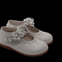נעל לק בובה צבע שמנת עיטורי פרחים