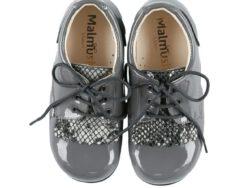 נעלי לק צבע אפור לשונית מנוחשת