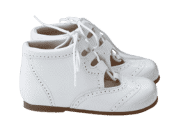 נעל גבוהה עם שרוך צבע לבן